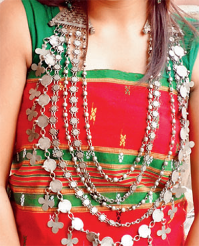 7d9fe5386c Risa, rignai and rikutu are the traditional costumes of Tripura, which  feature vibrant artistry in fabric. Every clan in Tripura has its version  of rignai ...