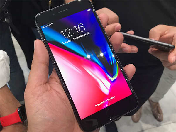 Apple and the smartphone race: What does a bezel-less screen have for us?