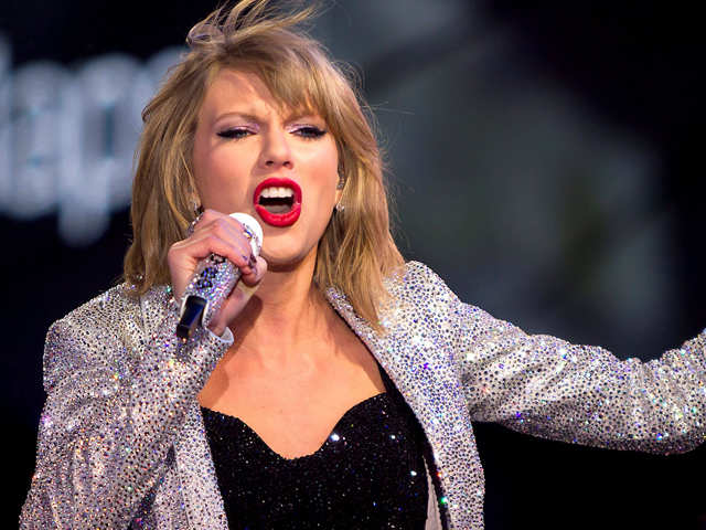 Taylor Swift faces copyright lawsuit for lyrics of 'Shake It Off'