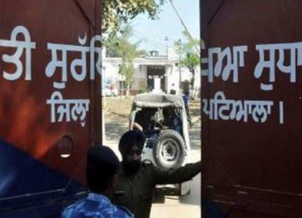 Lens on Uttar Pradesh IG for taking Rs 45 lakh bribe to let off terrorist thumbnail