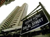 Watch: Sensex closes at 1-mth low, drops 296 pts in lacklustre trade