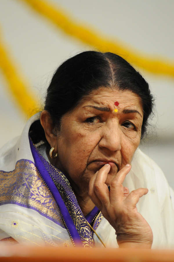 Woman fraudulently uses Lata Mangeshkar's name to collect donations
