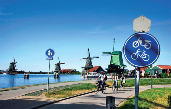 Enjoy the festive vacations with family and friend! Head to Paris or Zaanse Schans