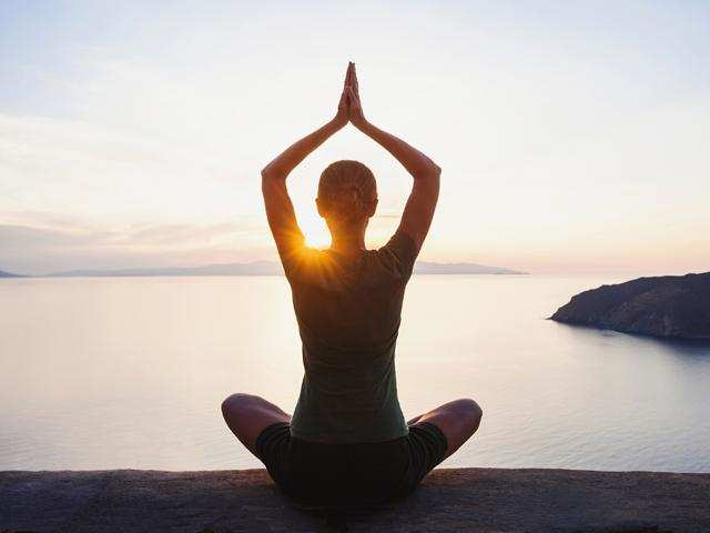 Just 25 minutes of Hatha yoga and mindfulness meditation can significantly improve brain function and energy levels.