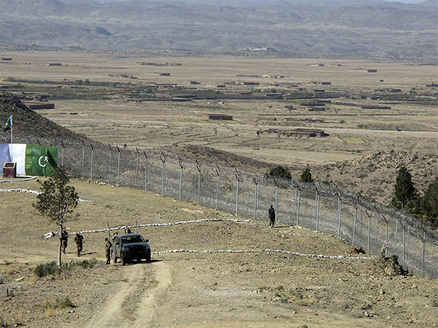Pakistan, Afghanistan in angry tangle over border fence to keep out militants