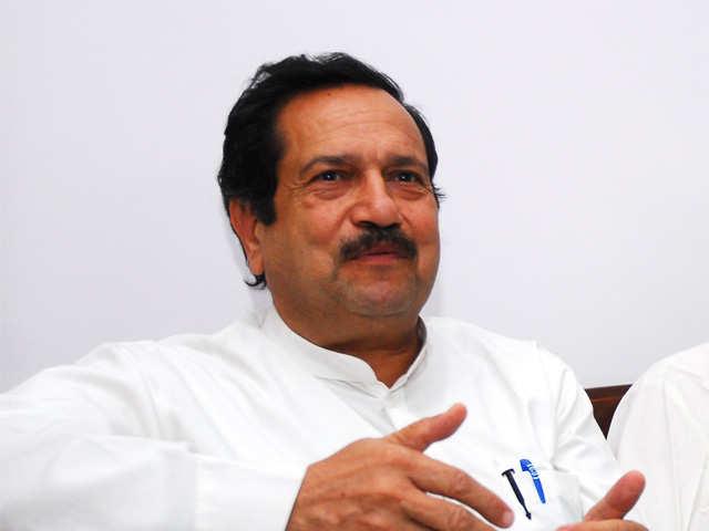Farooq Abdullah betraying nation: Indresh Kumar of RSS thumbnail
