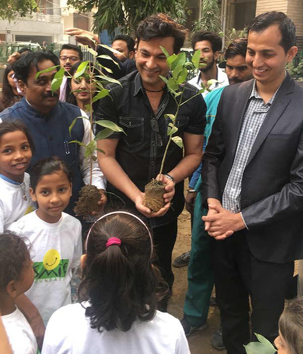 Chef Vikas Khanna's Delhi sojourn: A new book, planting trees with 250 children & India's apathy towards Varanasi