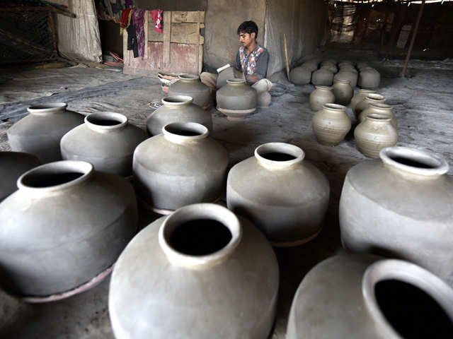 Traditional forms of cooking in earthen cookware makes a