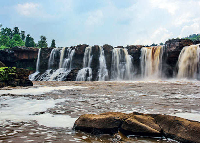 Plan quick getaway to best waterfalls in South India or the only hill station in Gujarat