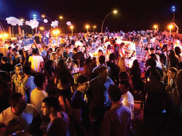 Travel to Las Vegas and Koh Pha-Ngan to mark the spirit of X'Mas & New Year