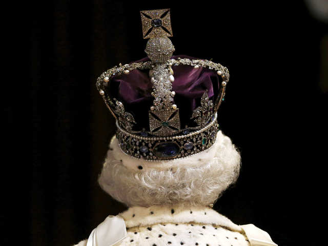 Imperial State Crown's weight could break your neck, says Queen Elizabeth