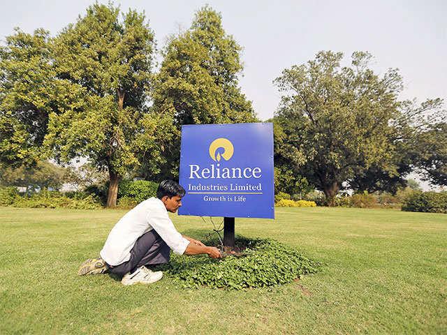Reliance Industries Ltd.'s record net profit of Rs 9,423 crore; beats estimates thumbnail