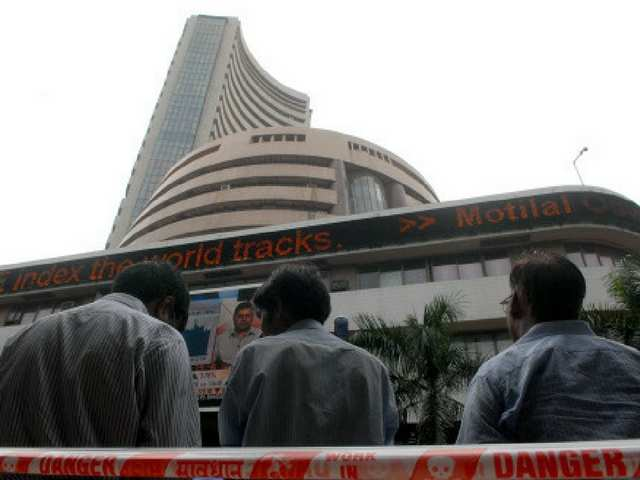 Watch: Sensex drops 25 pts on F&O expiry day; Nifty ends at 10,383