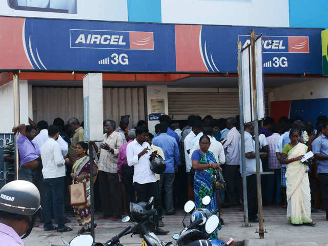 Amid failing networks, Aircel signals BSNL for roaming deal thumbnail