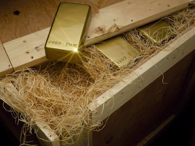 Gold inches lower on firmer dollar ahead of Fed meet thumbnail