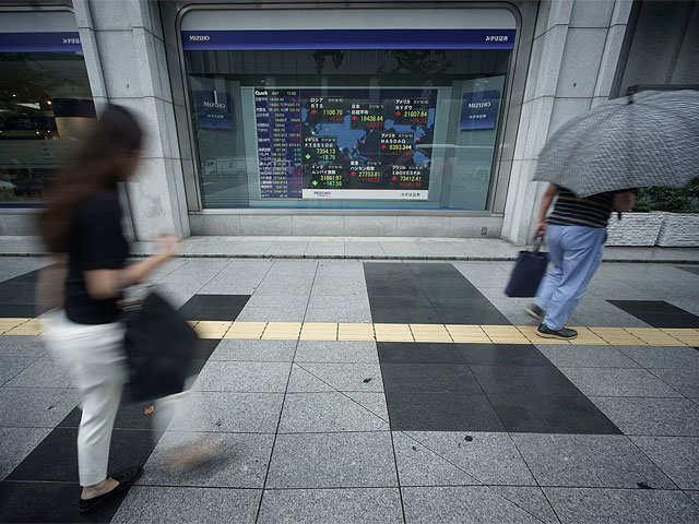 Tokyo stocks edge up at close on bargain hunting thumbnail