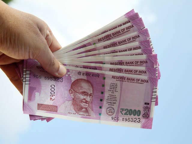 Cash crunch ahead of poll season as RBI stops supplying Rs 2,000 notes thumbnail