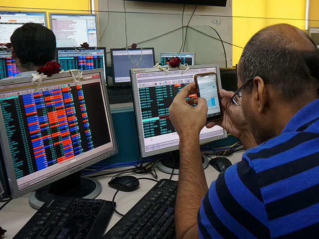 Sensex falls 115 points, Nifty gives up 10,600; bank stocks plunge
