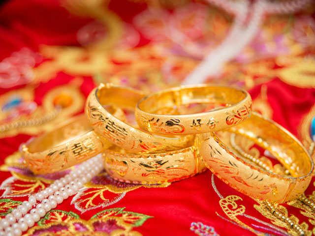 Gold imports in June quarter dip 25% to $8.43 billion thumbnail
