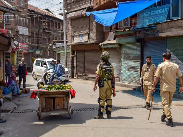Supreme Court agrees to examine J&K plea on police power to lodge FIR against armymen thumbnail