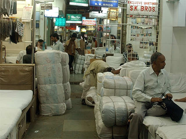 Government doubles import duty on over 50 textile products to promote 'Make in India' thumbnail