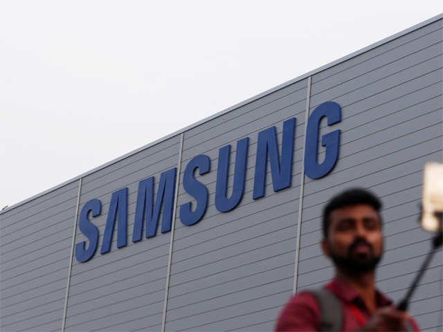 Samsung unveils 'smart' fridge for Rs 2.8 lakh thumbnail