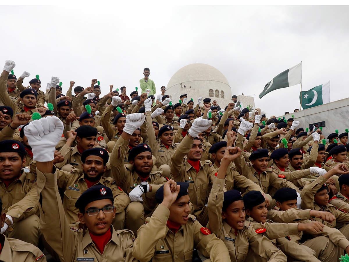 Pakistan Army simultaneously plants two million trees