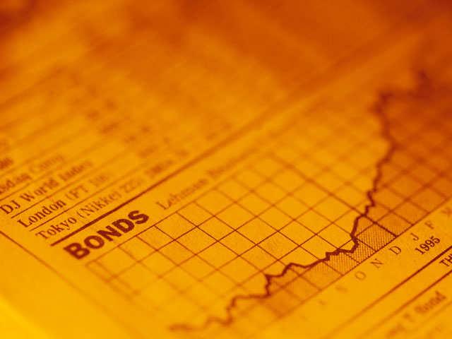 Govt bonds drop, call rates turn higher