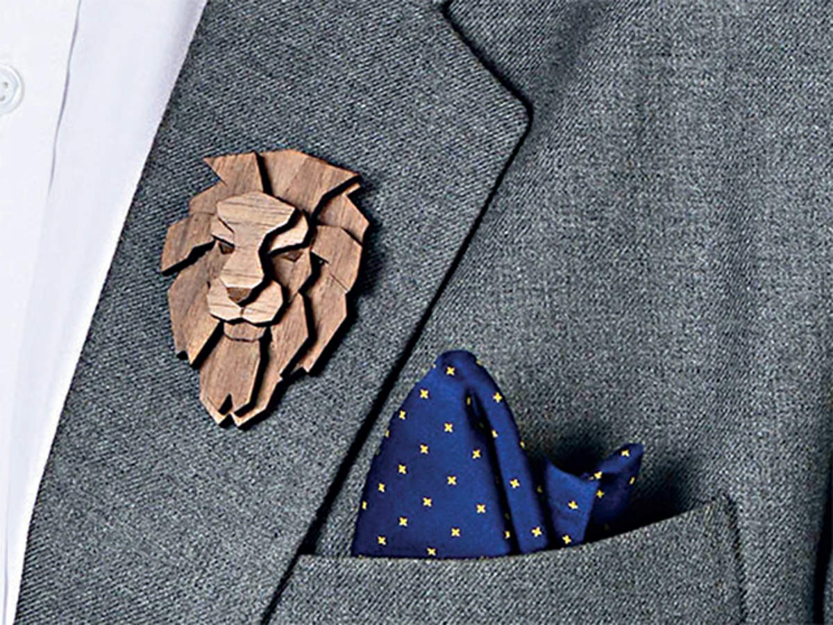 Brooches are in vogue again