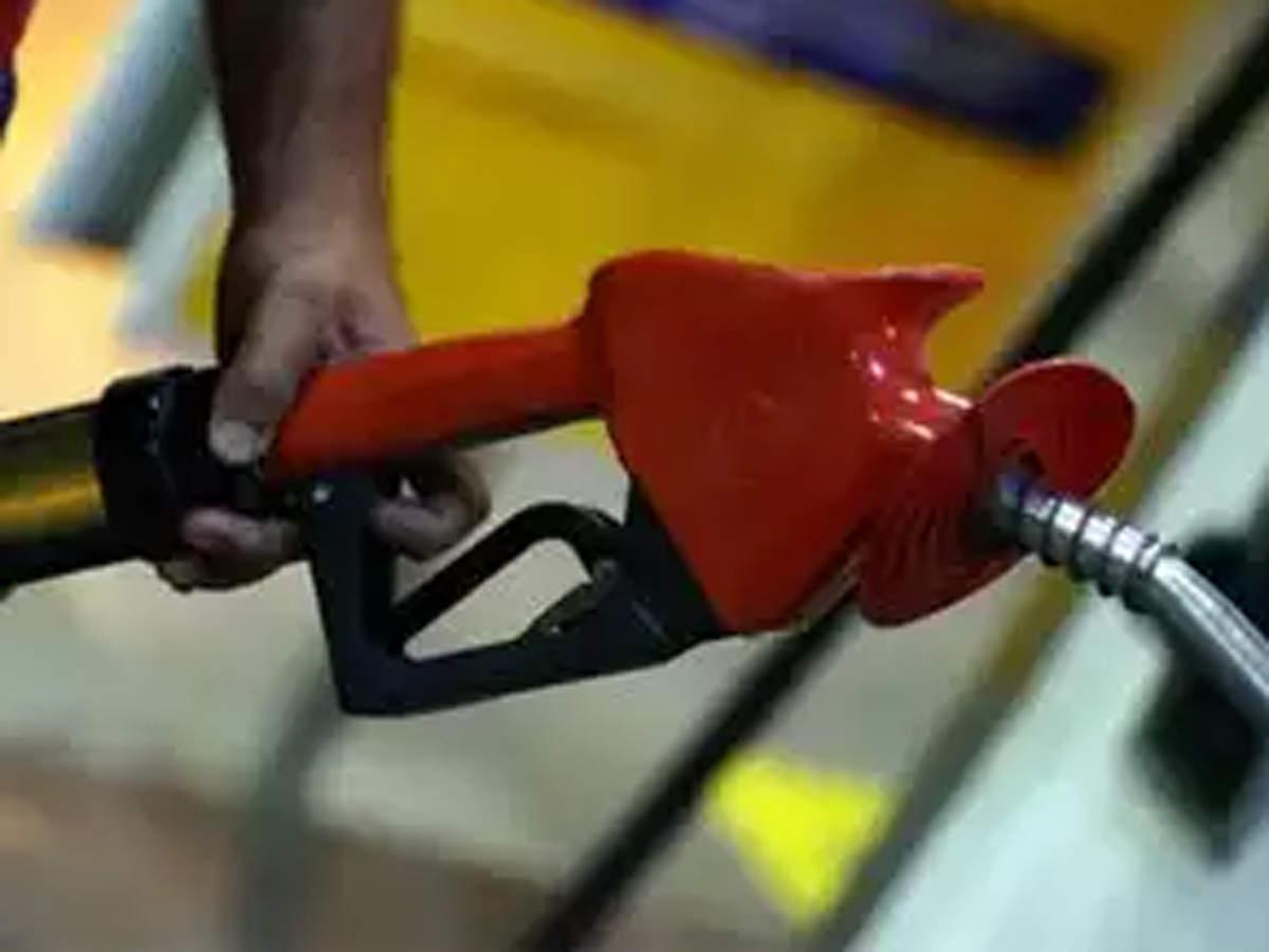 Petrol sniffs at Rs 90 in Mumbai;12 Maharashtra cities selling over Rs 91 thumbnail