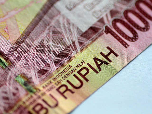 Bearish bets remain as edgy investors retreat from risky Asian currencies: Poll