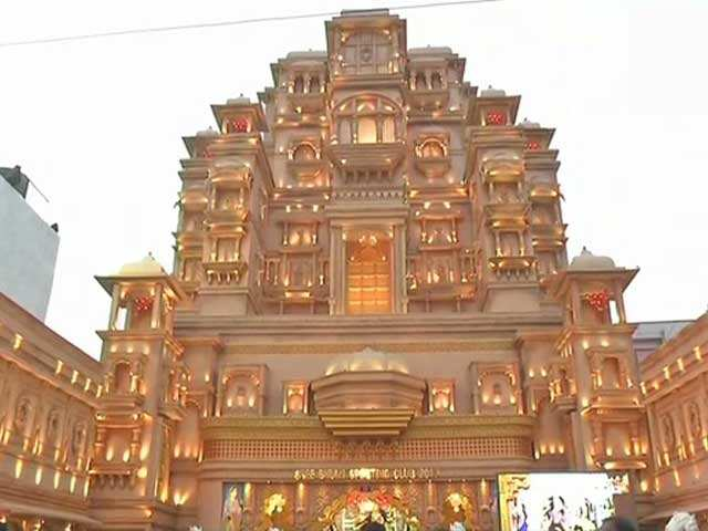 Watch Durga Puja Pandal In Kolkata Creates Replica Of Chittor Palace The Economic Times Video