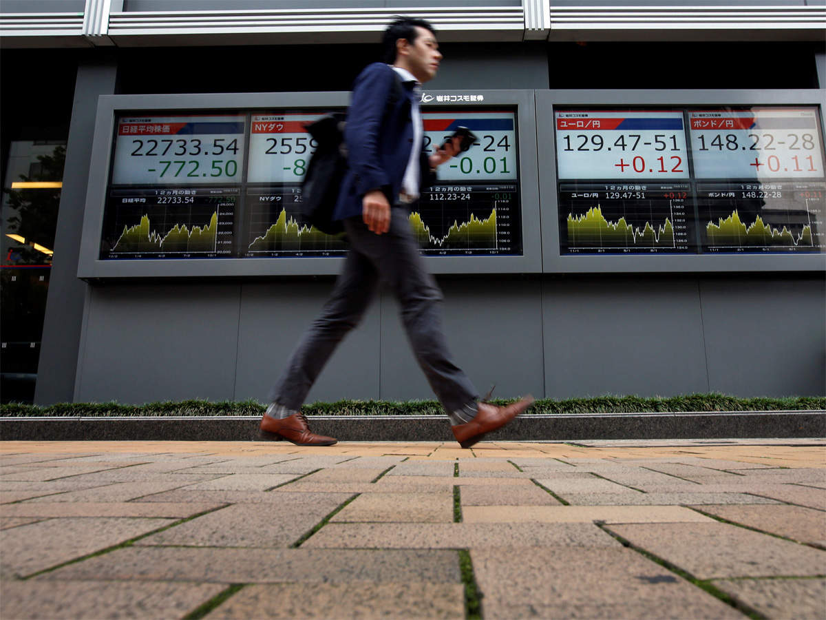 Nikkei falls as on hawkish Fed minutes, surprise decline in exports