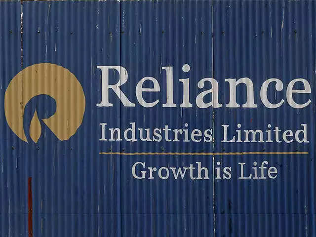 Reliance Industries raises Rs 3,000 crore via bond sales thumbnail