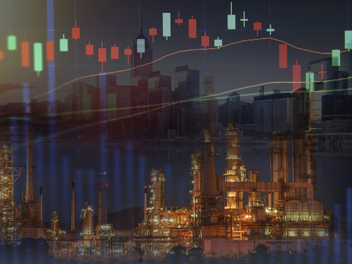 Oil prices drop as 'trifecta of trouble' may cause glut thumbnail