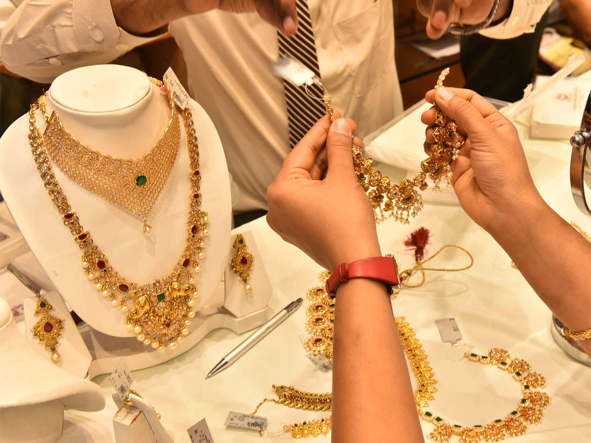 Govt plans to make gold hallmarking mandatory soon: Ram Vilas Paswan thumbnail