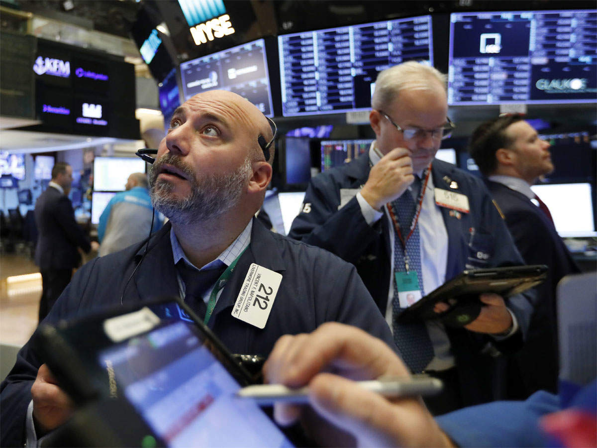 Global markets sink as tech and retail fall; oil drops 7 percent thumbnail