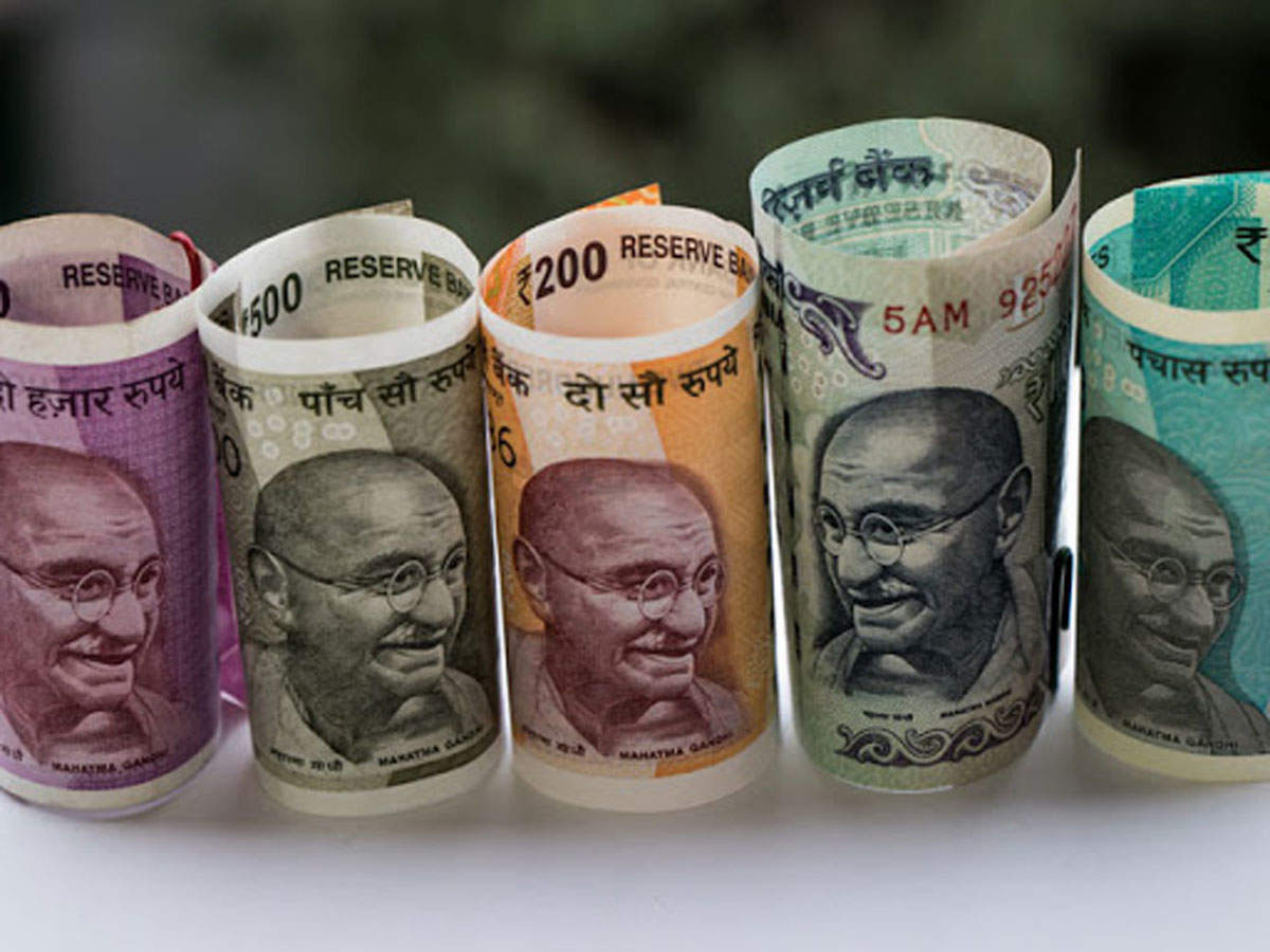 Rupee tumbles for 4th day, down 19 paise at 71.24