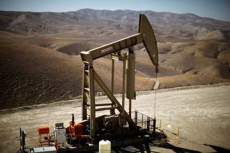 America's oil boom on fire even as wildcatters save cash