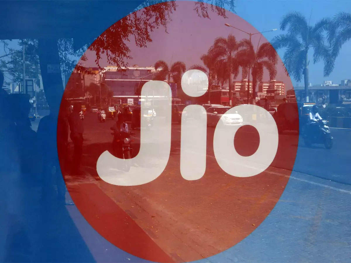Reliance Jio applies for in-flight connectivity licence to DoT: Sources