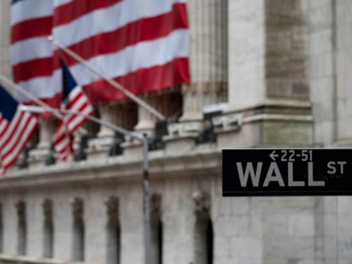 Nasdaq plunges as big tech stocks see selloff