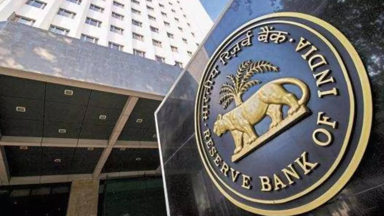 EXCLUSIVE: RBI tells SBI to bid aggressively at next switch auction; redemptions need to be brought down