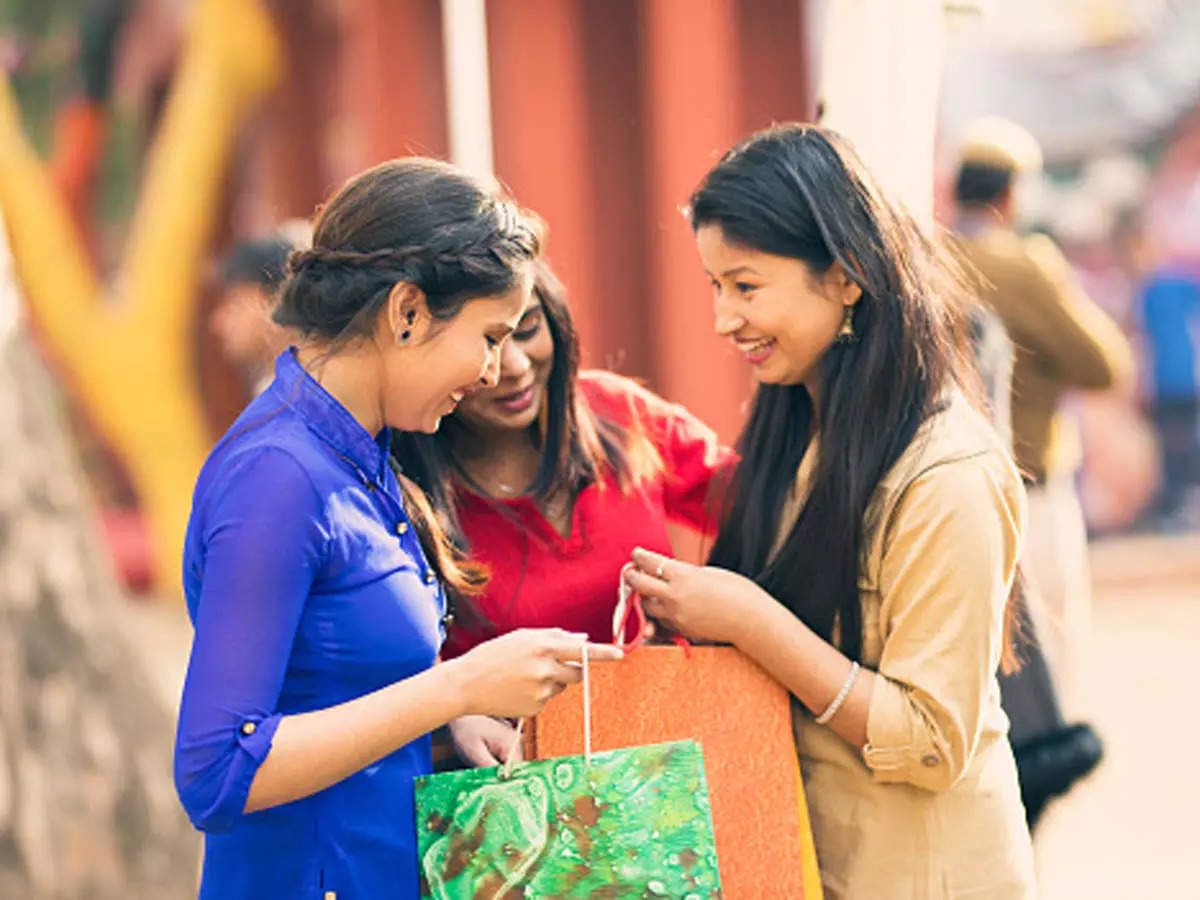 Big festive shopping by rich Indians boosts luxury retail