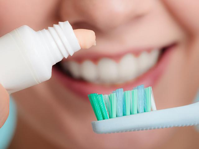 oral hygiene: Bad breath, swelling and bleeding gums can be ...