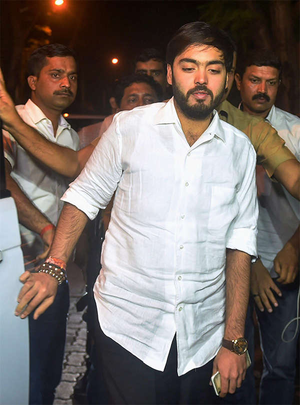 SRK, Rajinikanth, Kamal Haasan reach Anil Kapoor's house to offer condolences to Sridevi's family