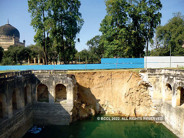 Qutb-Shahi-tombs1