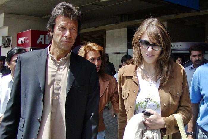 Imran Khan and Elizabeth Hurley (R) arrive at Karachi International Airport in 2006.