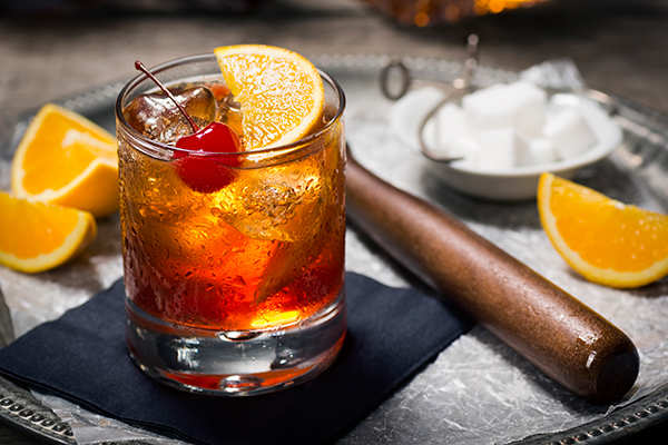 old-fashioned-whisky-drink-cocktail-GettyImages-181880760