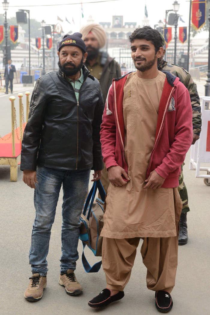 Pakistani prisoners Mohammad Imran Qureshi Warsi (L) and Abdullah Khan were released by Indian authorities as a goodwill gesture after they crossed the India-Pakistan border in Wagah, about 35km from Amritsar on December 26, 2018.