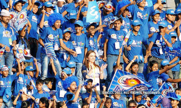 Nita Ambani with Mumbai Indian fans